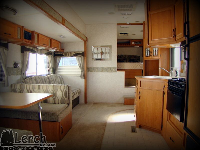 Light Weight Used 2004 Fleetwood Terry 225bhs Fifth
