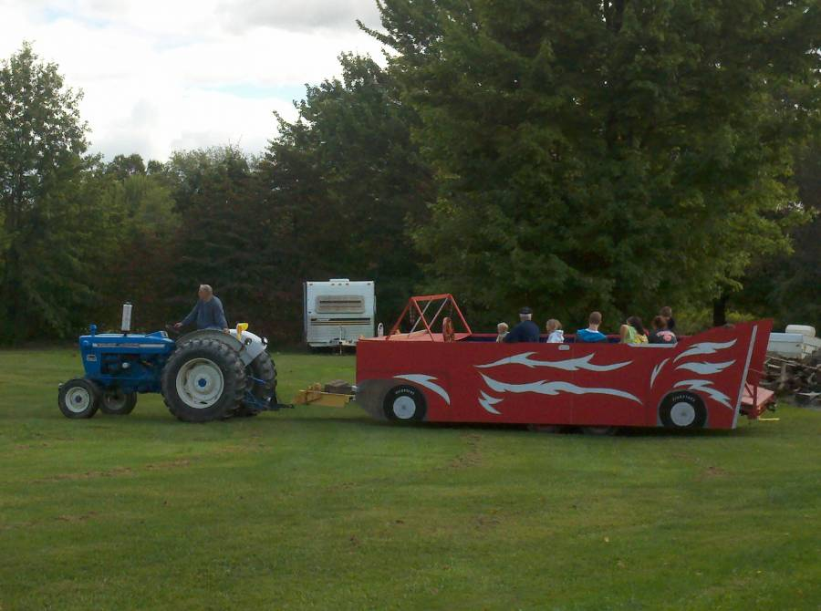 Tractor_Rides_for_the_kids..._I_mean_Everyone..._;-).jpg